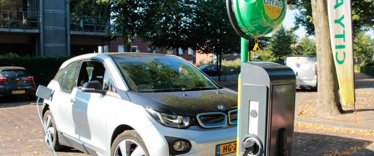 Electric vehicle charging station with defibrillator (AED) helps first-aid providers